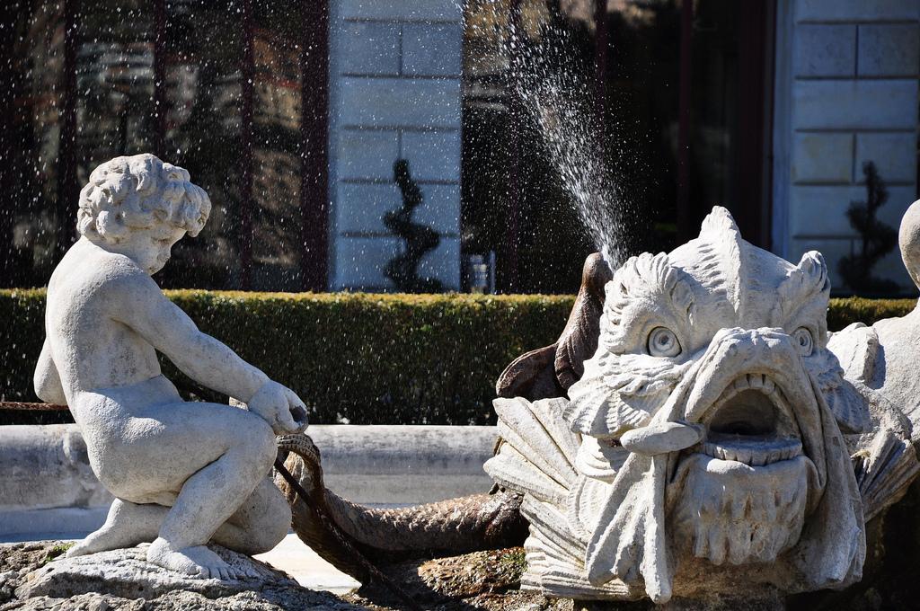 La fontana col tritone di Villa Olmo