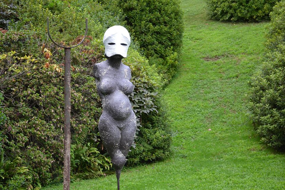 La dama allo specchio a Villa Carlotta